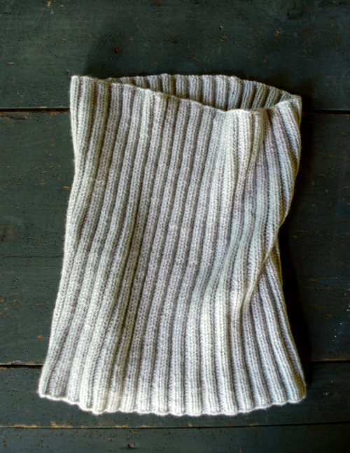 Free Knitting Patterns For Men s Cowls : Lovely Ribbed Cowl in Worsted Twist Purl Soho