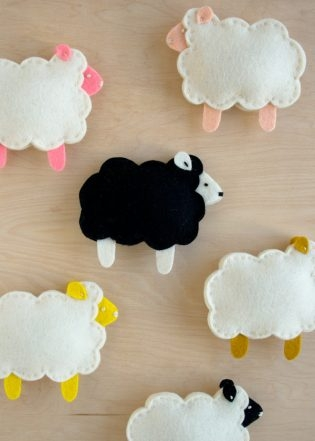 Purl Soho's Little Lamb Finger Puppets | Purl Soho