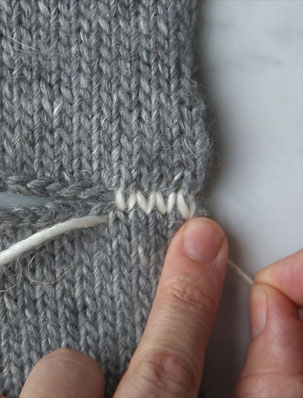 Seaming Stockinette Stitch Horizontally | Purl Soho
